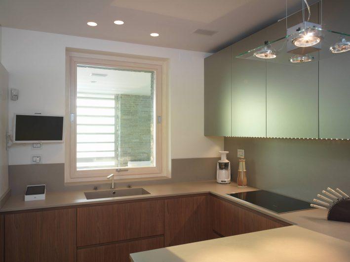 Finestra a bilico orizzontale chiuso della cucina