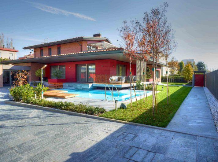 Vista generale con piscina di Villa Modena