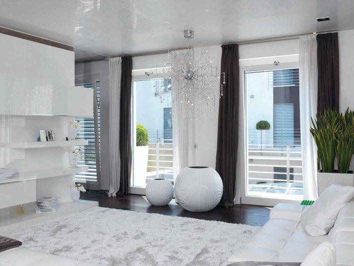 Porte finestre laccate bianche della zona living