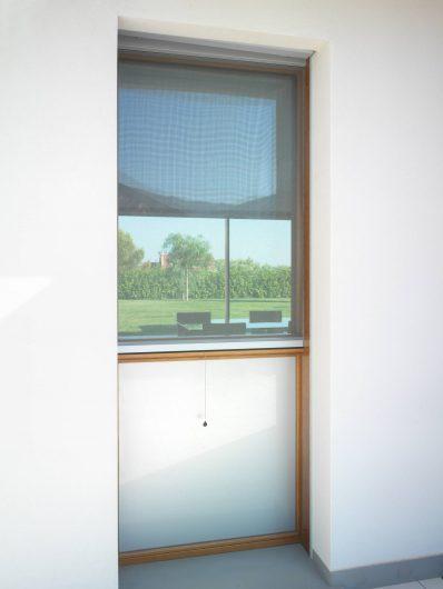 Vista esterna della finestra e del parapetto fisso