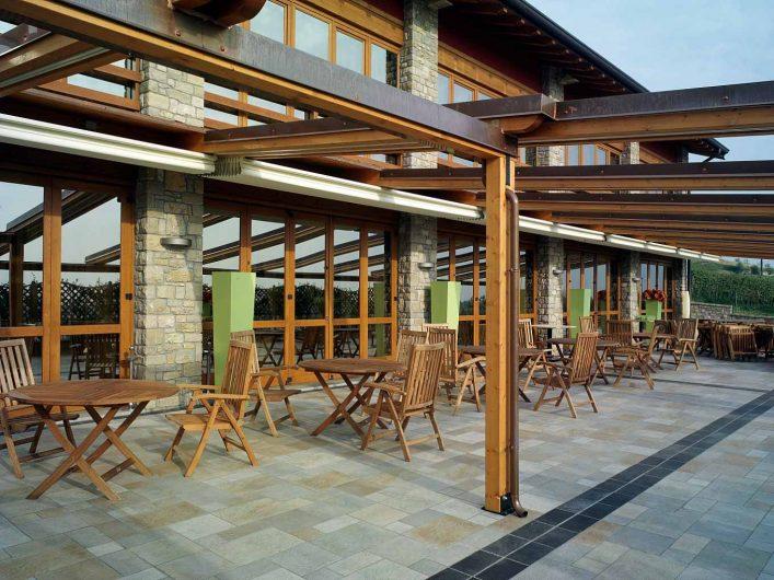 Serramenti della terrazza comune dell'Hotel Fontana Santa