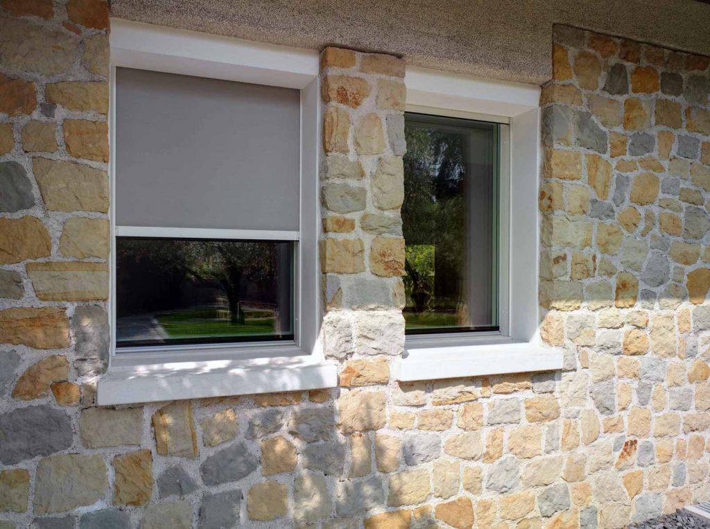 Particolare dei teli oscuranti installati sulle finestre di Villa Vicenza