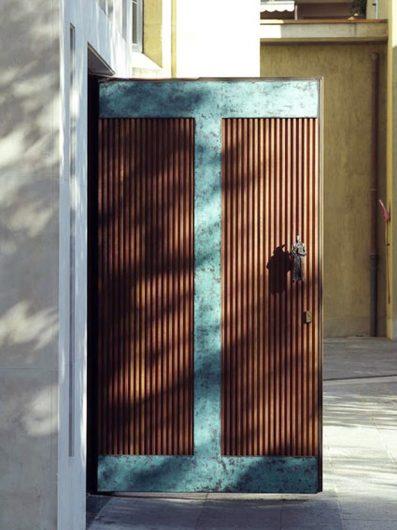 Portone d'ingresso al Tempio Votivo della Pace