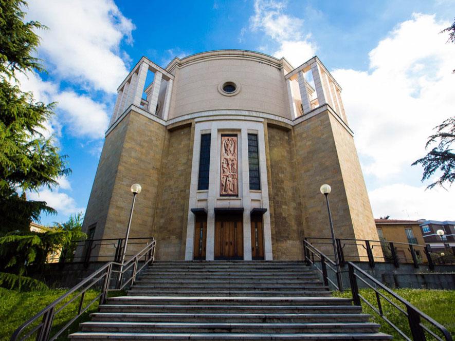 Vista del prospetto frontale del Tempio Votivo della Pace