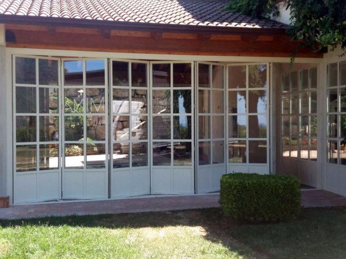Prospetto frontale del patio coperto di Villa Salerno