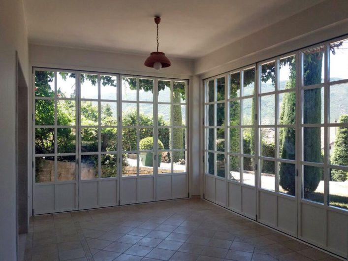 Prospetti interni del patio coperto di Villa Salerno