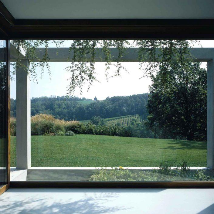 Villa Parma, dettaglio della parete vetrata fissa Euro 68
