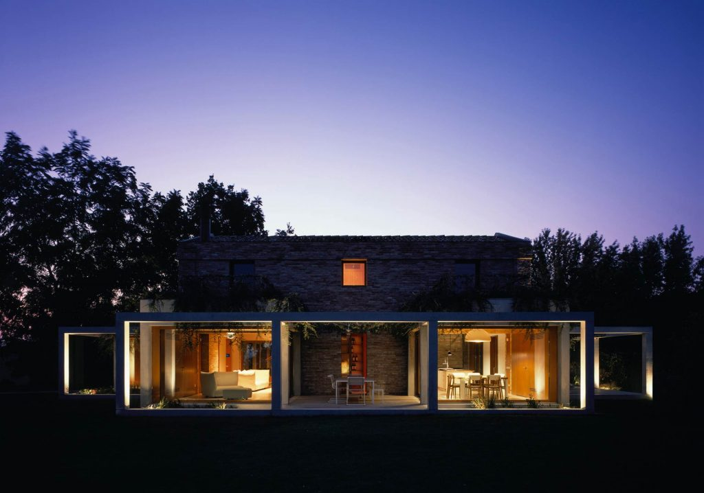 Villa Parma, vista serale della casa