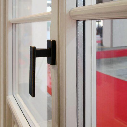 Vista di dettaglio della porta finestra Skyline Classic