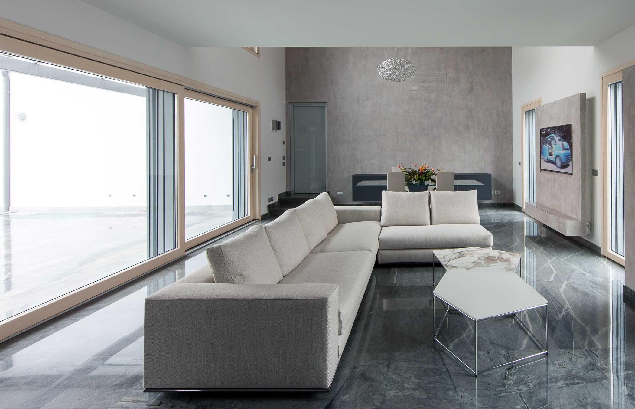 Vista interna di Villa Milano con serramenti Venice 90