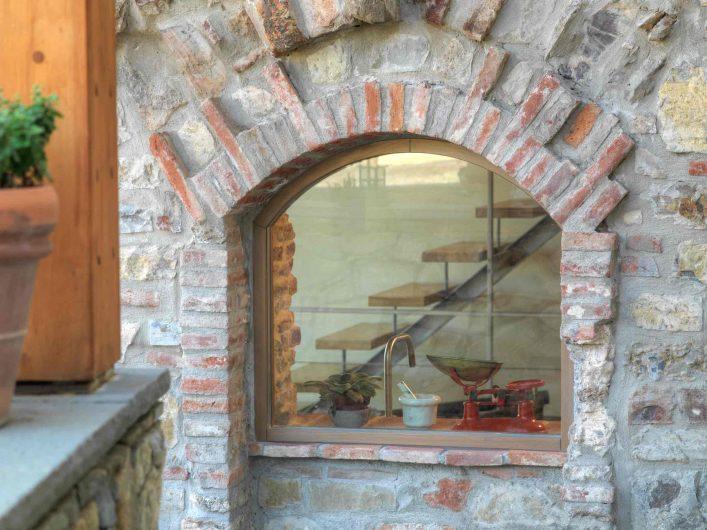 Vista esterna del fisso ad arco in legno