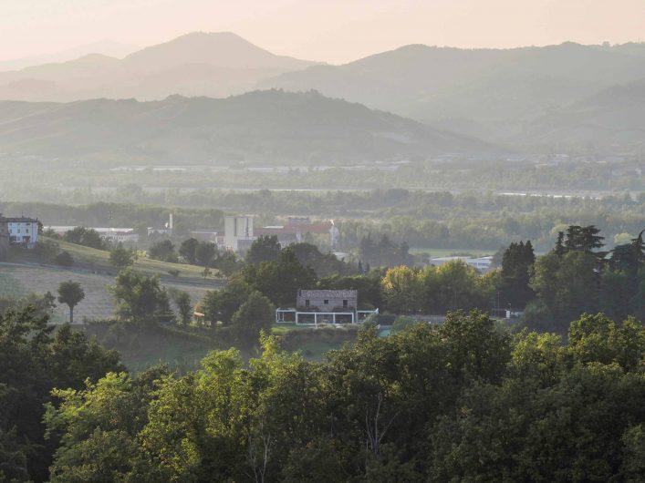 Immagine di Villa Parma inserita nel contesto naturale
