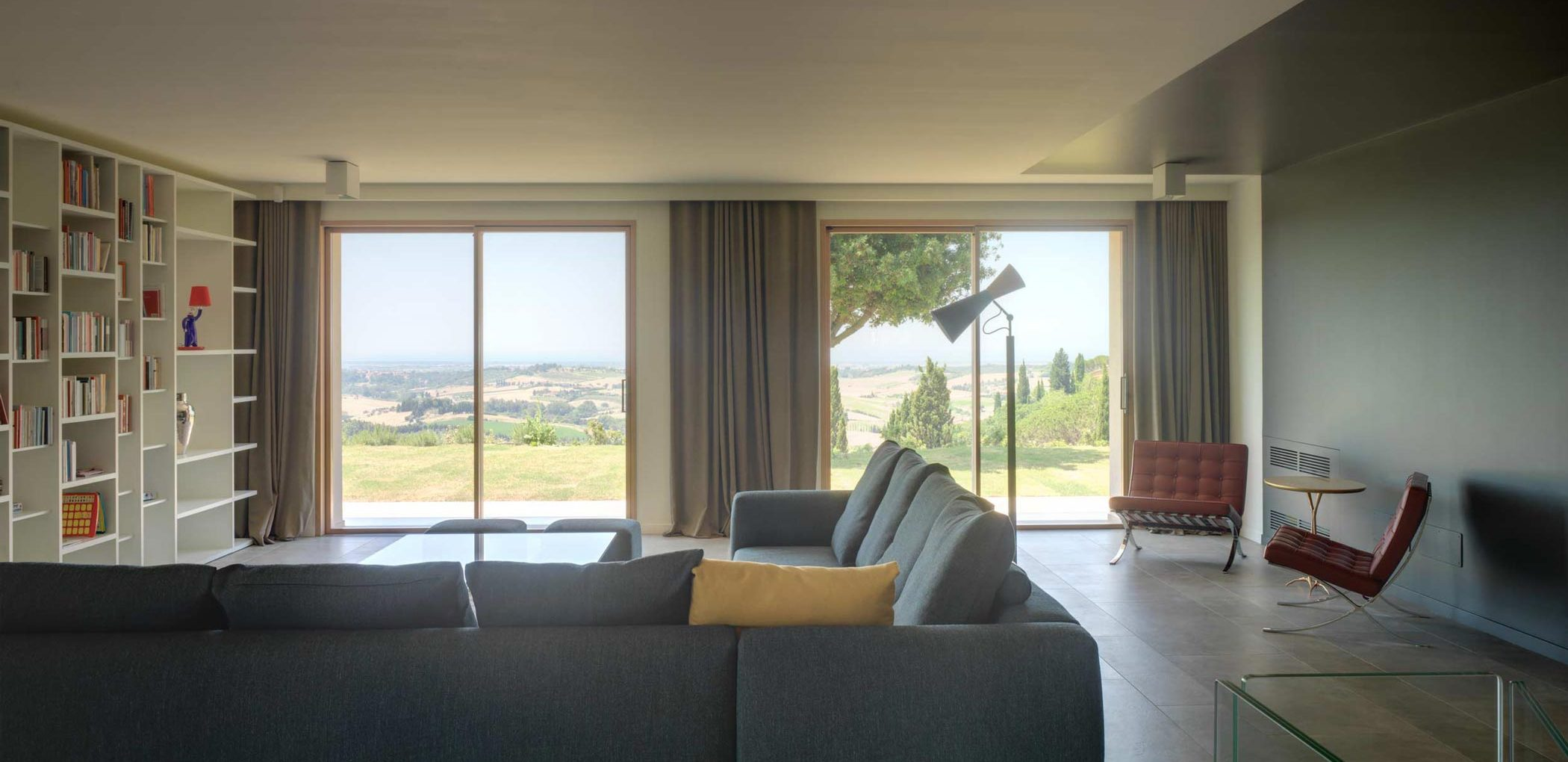 Immagine di copertina di Villa Pisa con due alzanti scorrevoli