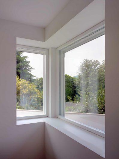 Vista interna di due finestre Skyline disposte ad angolo