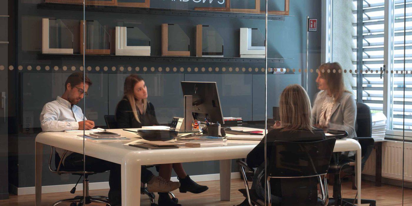 Vista dell'ufficio commerciale in riunione