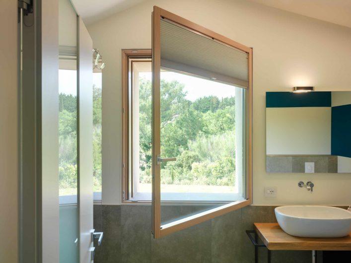 Single sash bathroom window