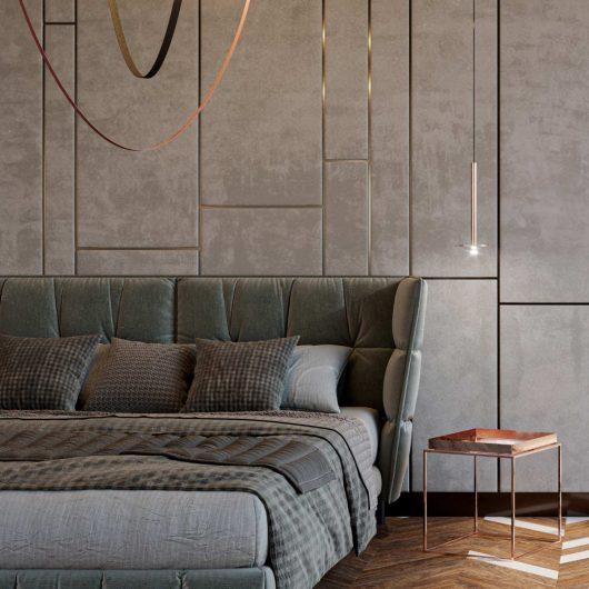 Particolare della boiserie in velluto che riveste la parete di testata del letto
