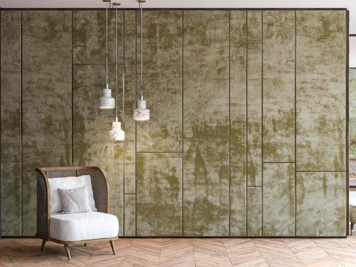 Boiserie in velluto a pannelli con profili in legno